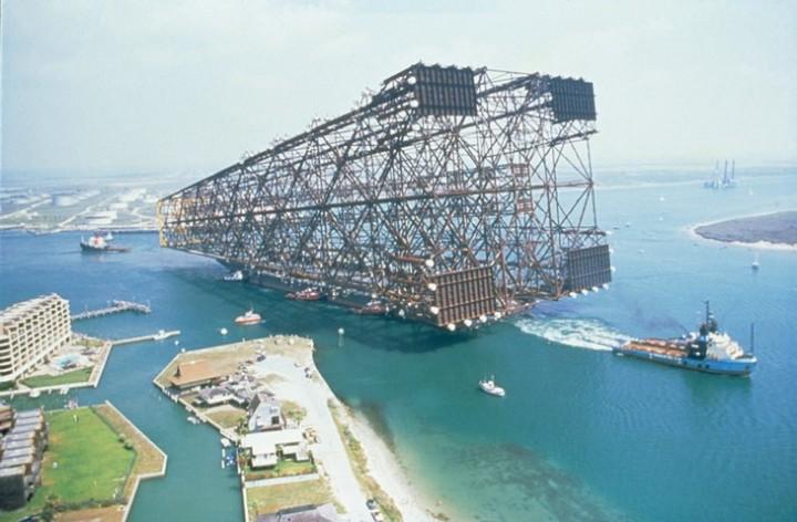 Морская перевозка нефтяной вышки